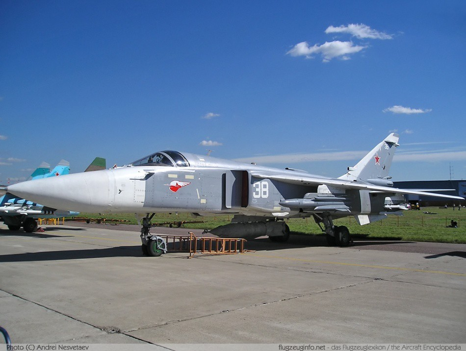 Suchoi / Sukhoi Su-24 - Specifications - Technical Data ...