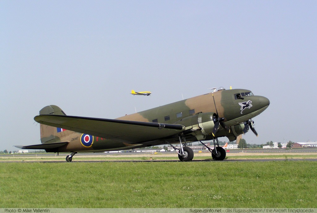 Douglas C-47 Battle of Britain Memorial Flight ZA947 10200 ILA Berlin 2008 Berlin - Schönefeld (EDDB / SXF) 2008-05-30 � Mike Vallentin, ID 826