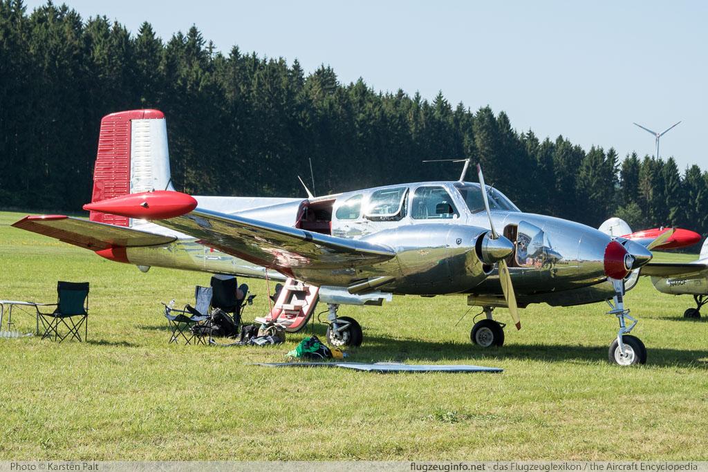 Beech B50 Twin Bonanza, Quax -...