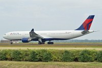 Airbus A330-323X Delta Air Lines N821NW 865  Amsterdam-Schiphol (EHAM / AMS) 2009-06-27, Photo by: Karsten Palt