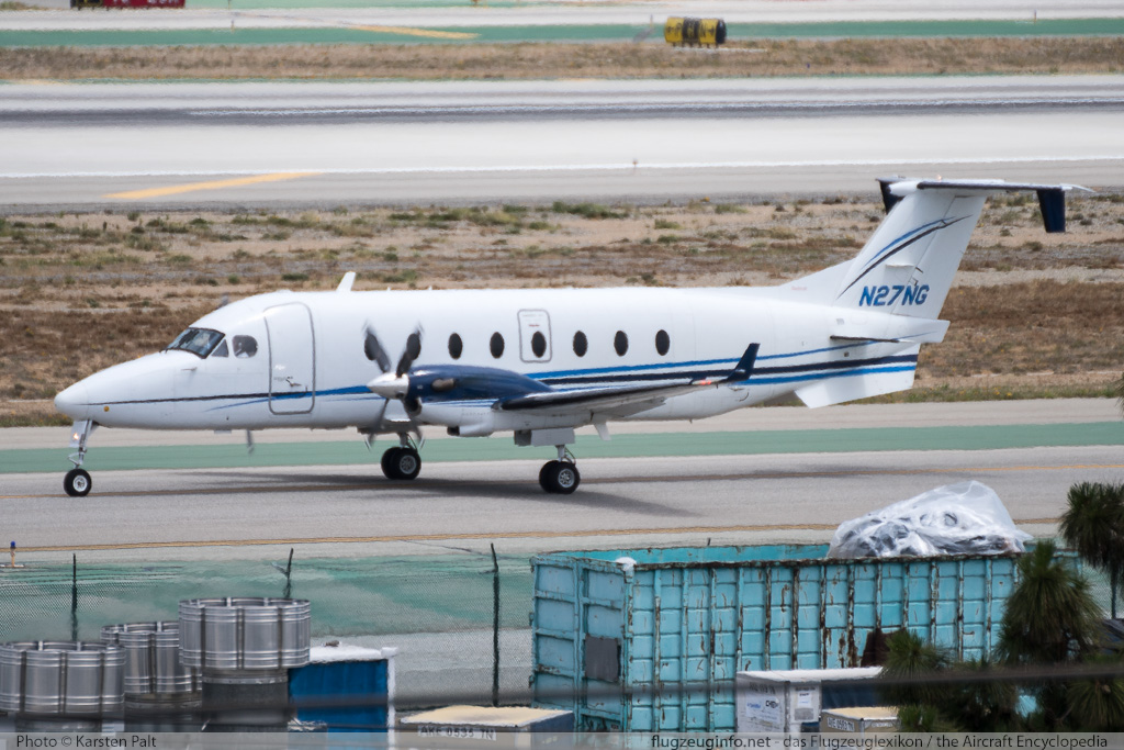 Beech 1900D  N27NG UE-382  LAX International Airport (KLAX / LAX) 2015-06-05 � Karsten Palt, ID 11512