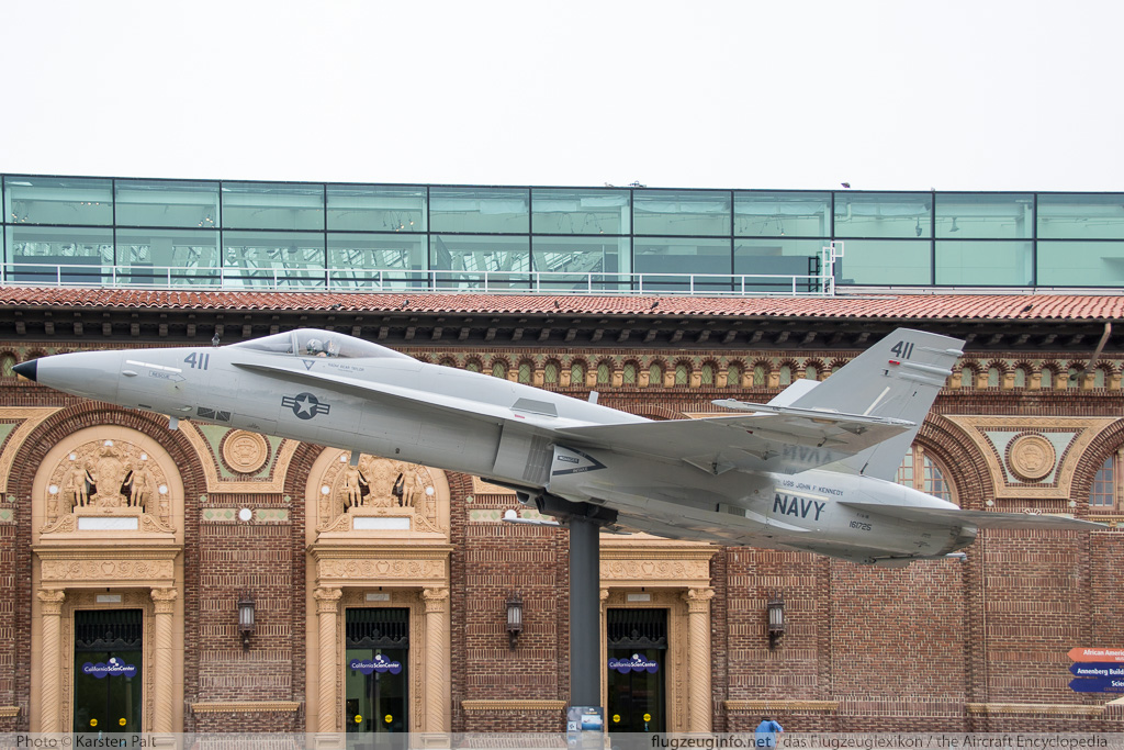 McDonnell Douglas / Boeing F/A-18A Hornet United States Navy 161725 0076/A054 California Science Center Los Angeles, CA 2015-05-31 � Karsten Palt, ID 11235