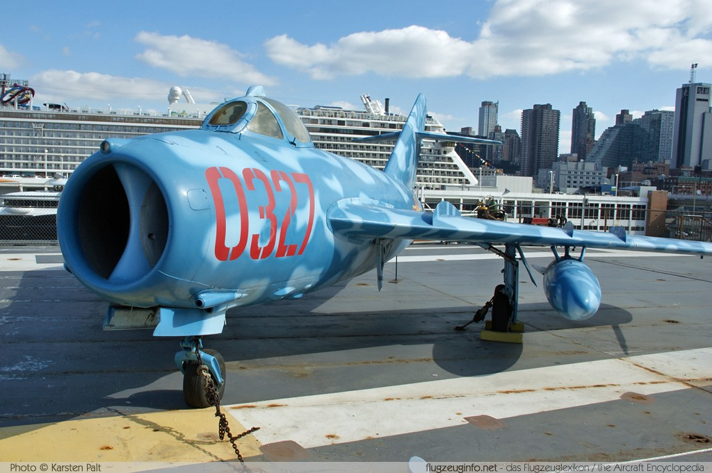 Mikoyan Gurevich / WSK PZL-Mielec Lim-5 (MiG-17)  0327  Intrepid Air, Space & Sea Museum New York City, NY 2014-03-09 � Karsten Palt, ID 7908