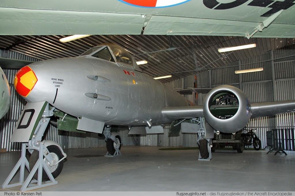 Foto-ak Gloster Meteor F8 Flugzeug Airplane- Ansichtskarten Luftfahrt & Zeppelin
