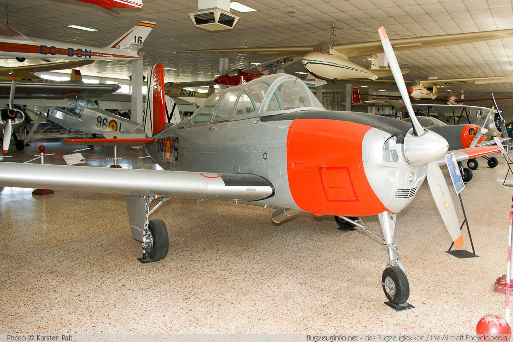 Beech T-34A Mentor Spanish Air Force E.17-16 G-786 Museo del Aire Madrid 2014-10-23 � Karsten Palt, ID 10609