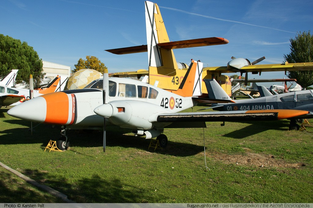 Piper PA-23-250 Aztec E Spanish Air Force E.19-3 27-4809 Museo del Aire Madrid 2014-10-23 � Karsten Palt, ID 10726
