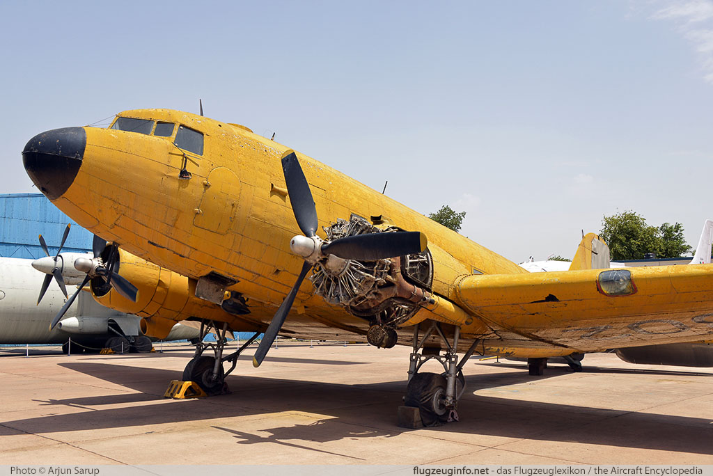 Douglas DC-3 (C-47) Indian Air Force IJ302   Indira Gandhi International Airport (VIDP / DEL) 2015-05-31 � Arjun Sarup, ID 13056