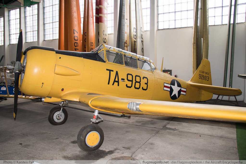 North American T-6G Texan United States Air Force (USAF) 49-2983 168-87 Polish Aviation Museum Krakow 2015-08-22 � Karsten Palt, ID 11645