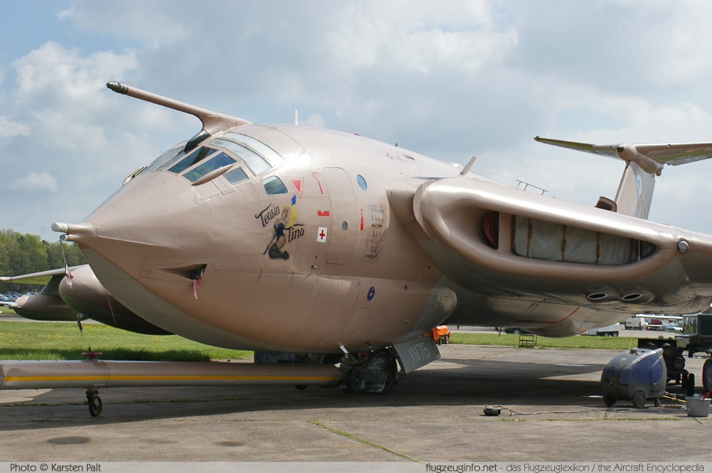 Handley Page H.P.80 Victor K2 Royal Air Force XM715  Cold War Jets Collection Bruntingthorpe, Leicestershire 2013-05-19 � Karsten Palt, ID 6632